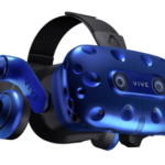 HTC Vive Pro virtuální helma představená na Consumer Electronic Show 2018
