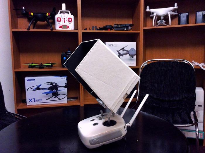 stínítko na displej při létání s dronem
