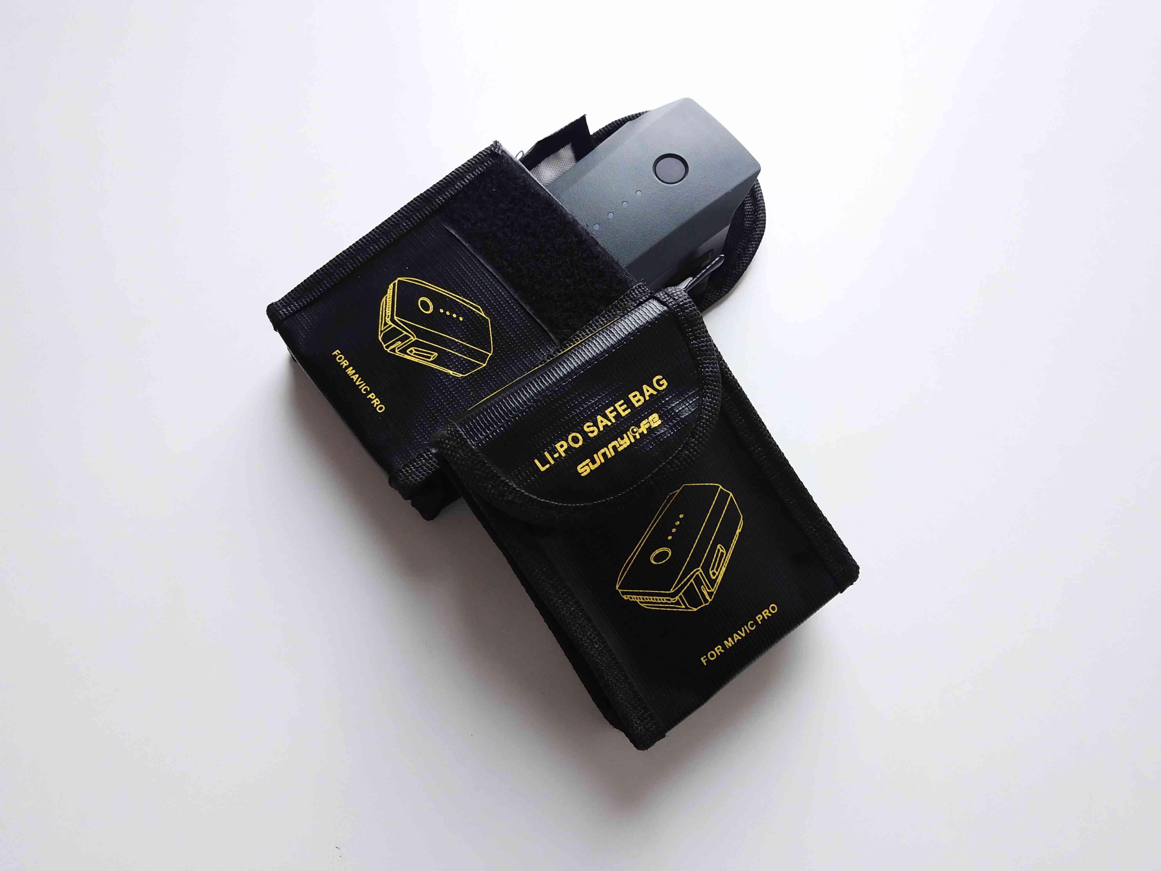 baterie dronu a ochranné taštičky na baterie